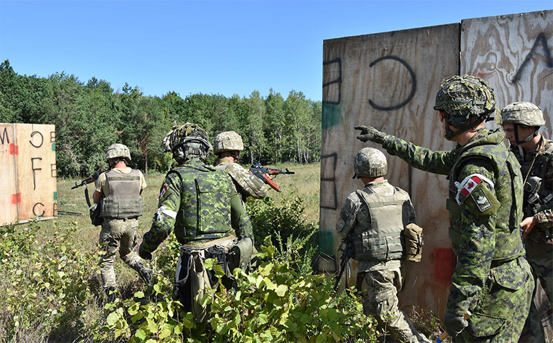 Canadian soldiers of Joint Task Force Ð Ukraine support urban operations training at the International Peacekeeping and Security Centre in Starychi, Ukraine, on August 31, 2016. Photo: Canadian Forces