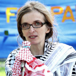 June 11, 2016: Peace Alliance Winnipeg member Candice Bodnaruk spoke at the Winnipeg Walk for Peace on the impact of Israeli occupation on Palestinian education. Photo: Paul S. Graham